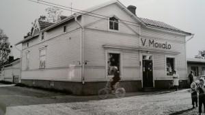 Moisalon sekatavarakauppa, Puutarhakatu 19.