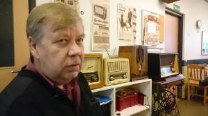 Tapio Hirvijärvi oli tuonut radiomuseostaan muutaman vanhan putkiradion, jotka myös soivat komeasti.