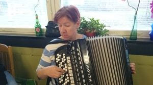Kuultiin myös taitavaa harmonikansoittoa.